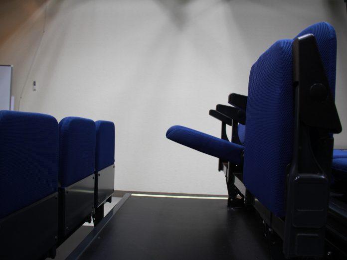 シアターウィング 座席